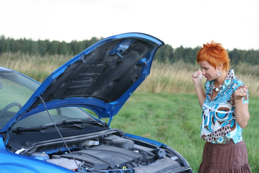 Photo-gals-car-broke-down