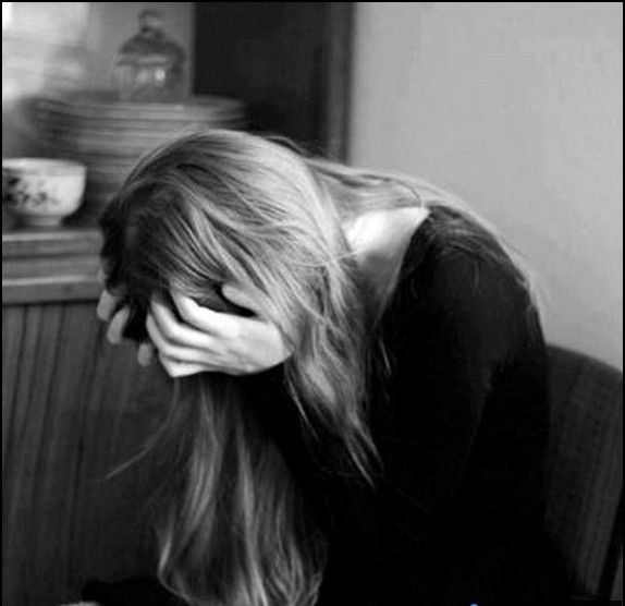 sad-alone-crying-girl-angry-black-and-white.jpg