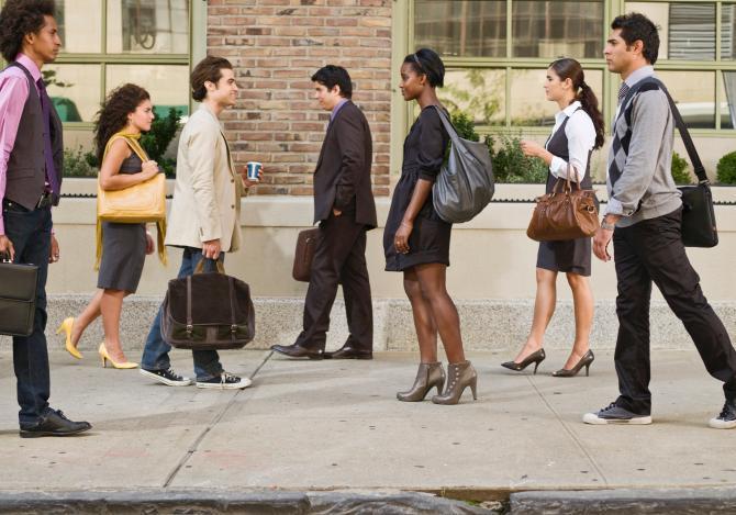 sidewalk-race-manners.jpg