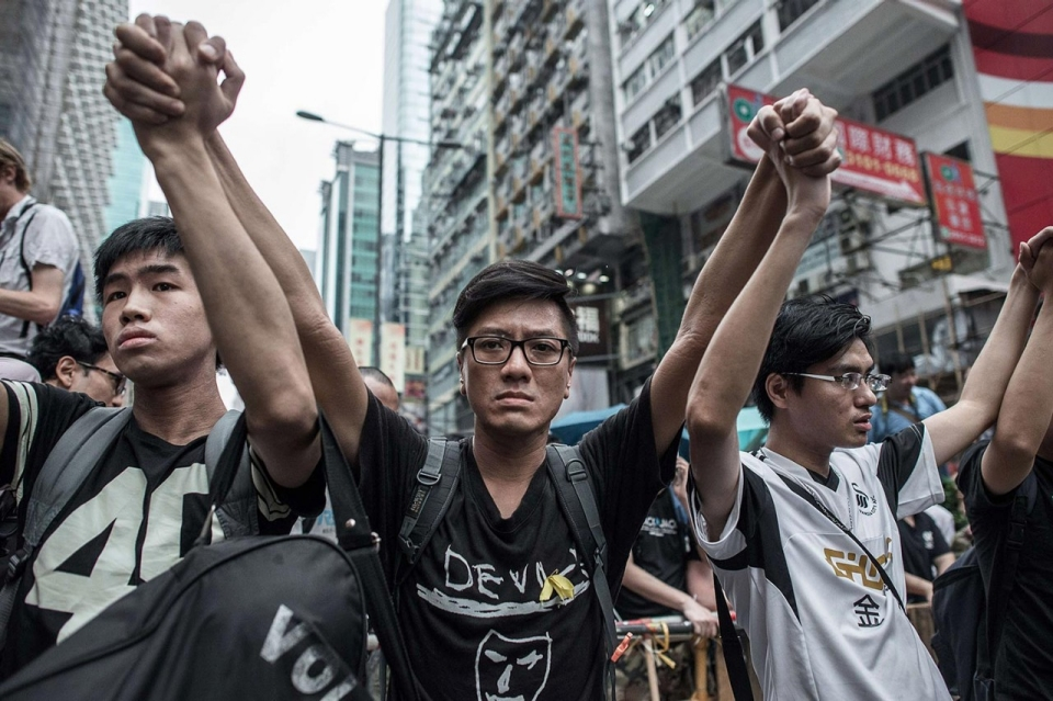 image.adapt.960.high.hk_protest_fights_44a